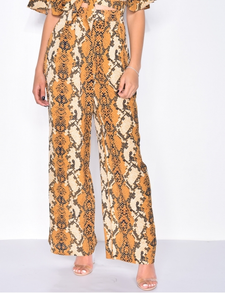 Trousers with snakeskin pattern