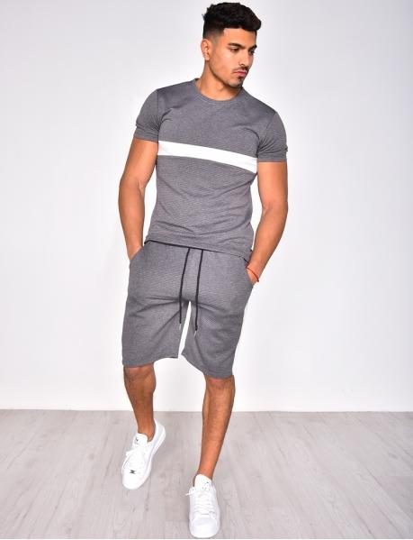 Kombination Shorts und texturiertes T-Shirt mit Streifen