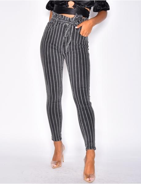 Gestreifte Jeans mit hoher Taille, zum Binden