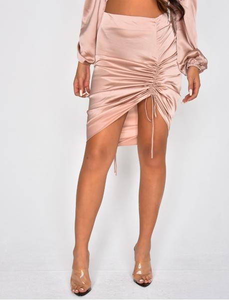 Satiniertes gerafftes Kleid