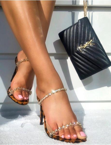 Sandalen mit High Heels und Riemchen aus Strass