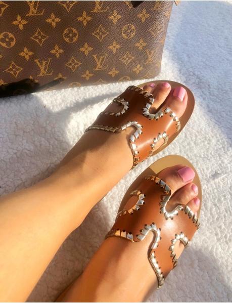 Sandales plates à bordures dorées