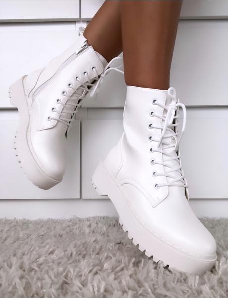 Stiefeletten mit  Schnürbändern