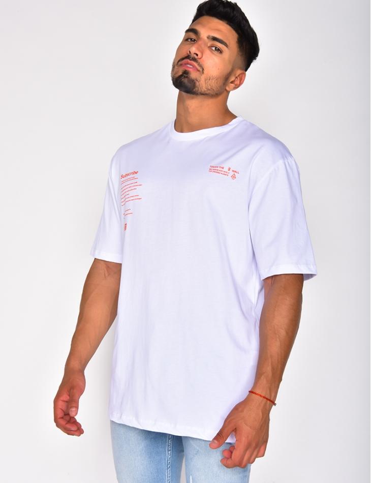 T-shirt à écritures et graffitis