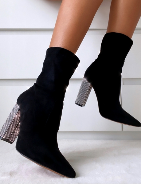 Bottines chaussettes en suédine et talons à strass