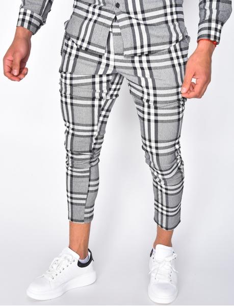 Pantalon à carreaux et chaine