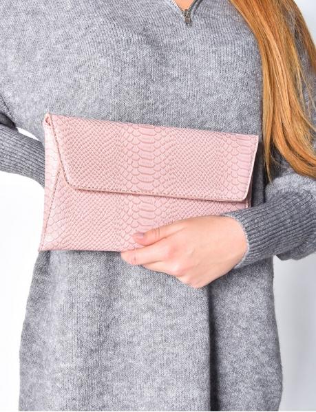 Pochette enveloppe en croco rose