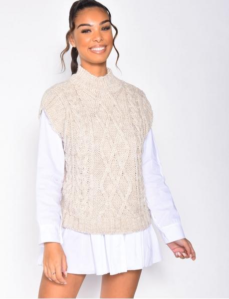 Ärmelloser Pullover mit Zopfmuster