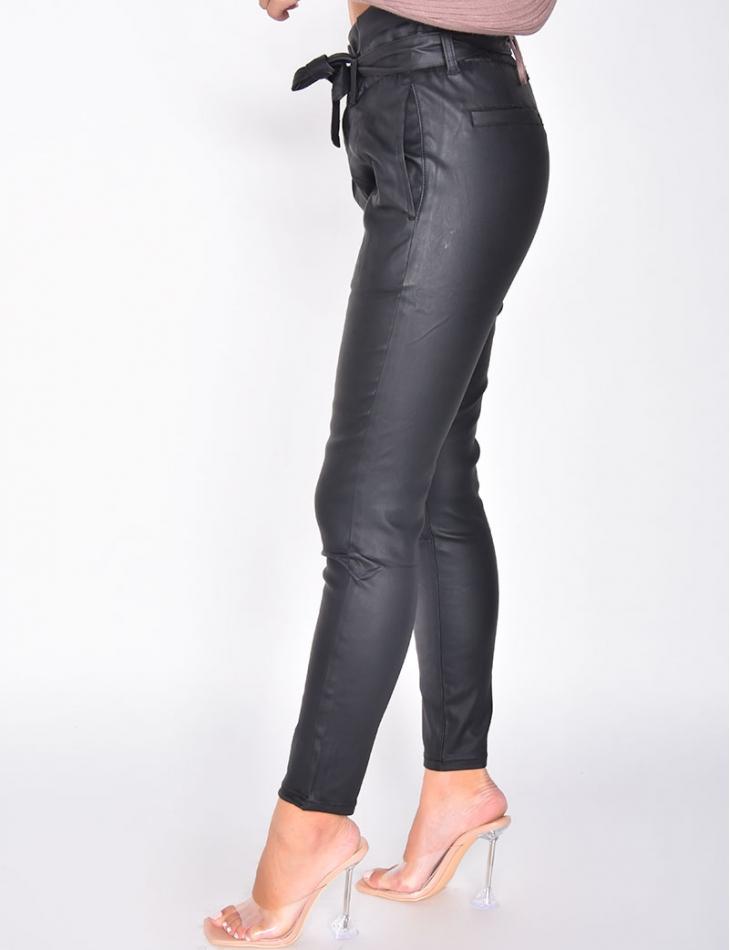 Pantalon huilé taille haute à ceinture