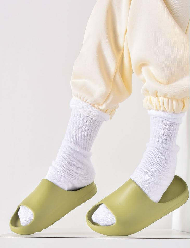 Claquettes minimalistes