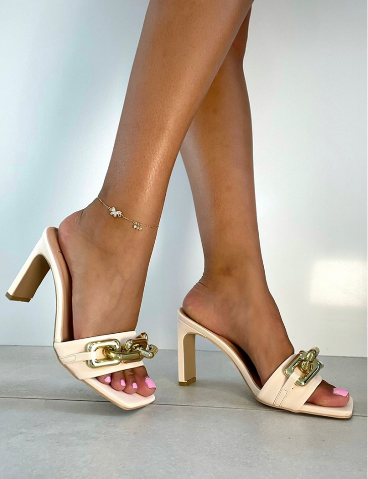 Sandales à talons à chaîne