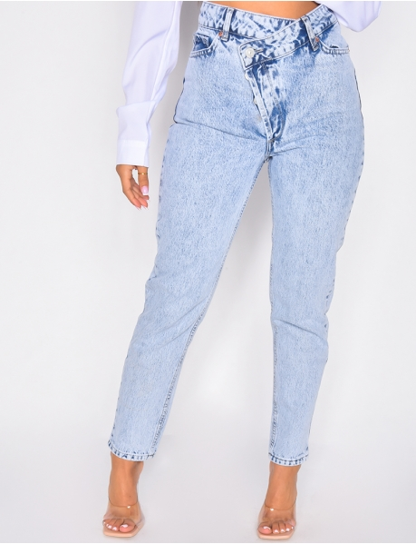 Jeans with diagonal buttoning