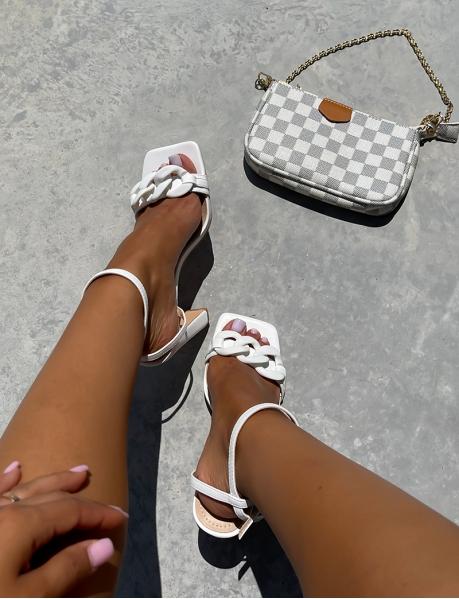 Sandales à talon à maillons