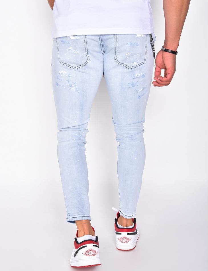 Jeans destroy à tâches de peinture et chaîne