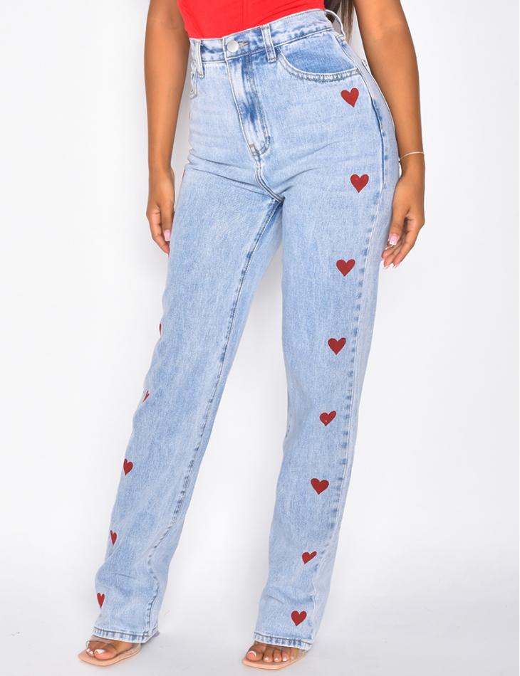 Jeans coupe droite à petits coeurs